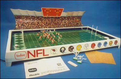 Electric Football Football Figures http://shawnfury.blogspot.com/2009/11/haunting-allure-of-racetracks-and.html